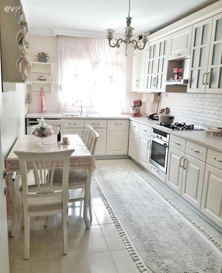 Beyaz mutfak, Country mutfak, Halı, Mutfak, Mutfak masası, Perde, Terek