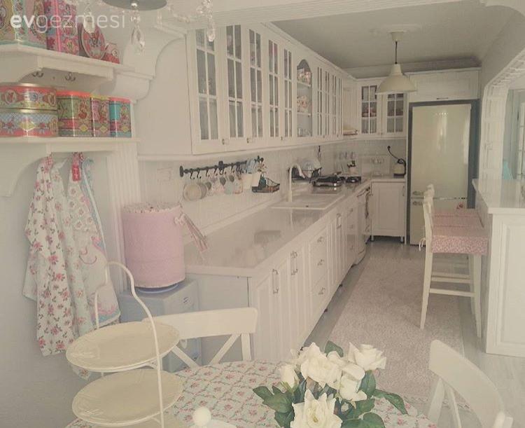 Didem hanımın country (kır evi) stil esintili, iç açıcı mutfağı..