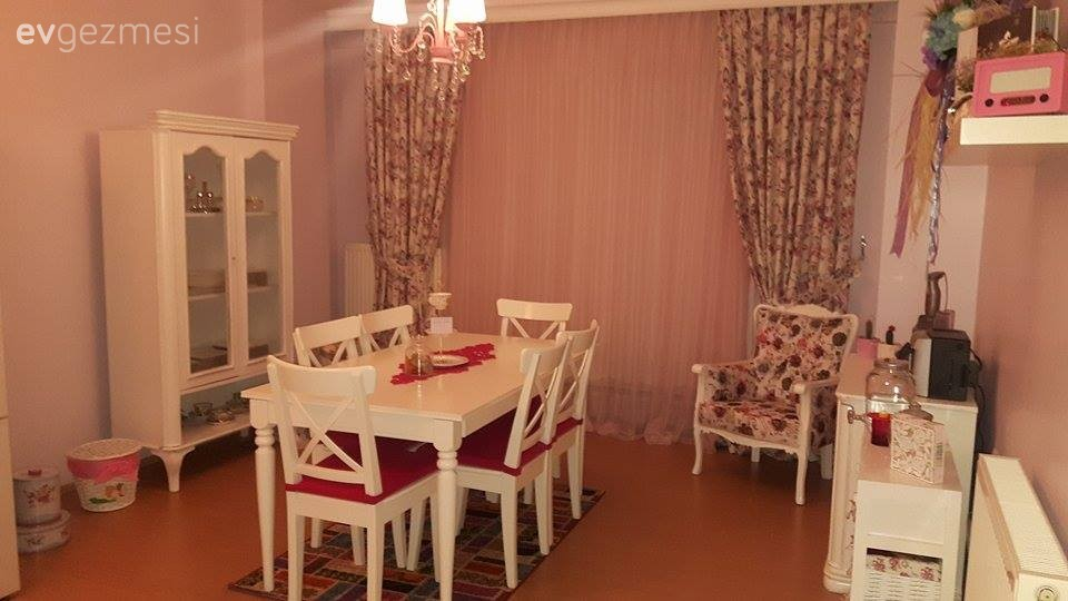 Merve hanımın 65 metrekarede nostaljik ve tatlı bir havası olan evi..