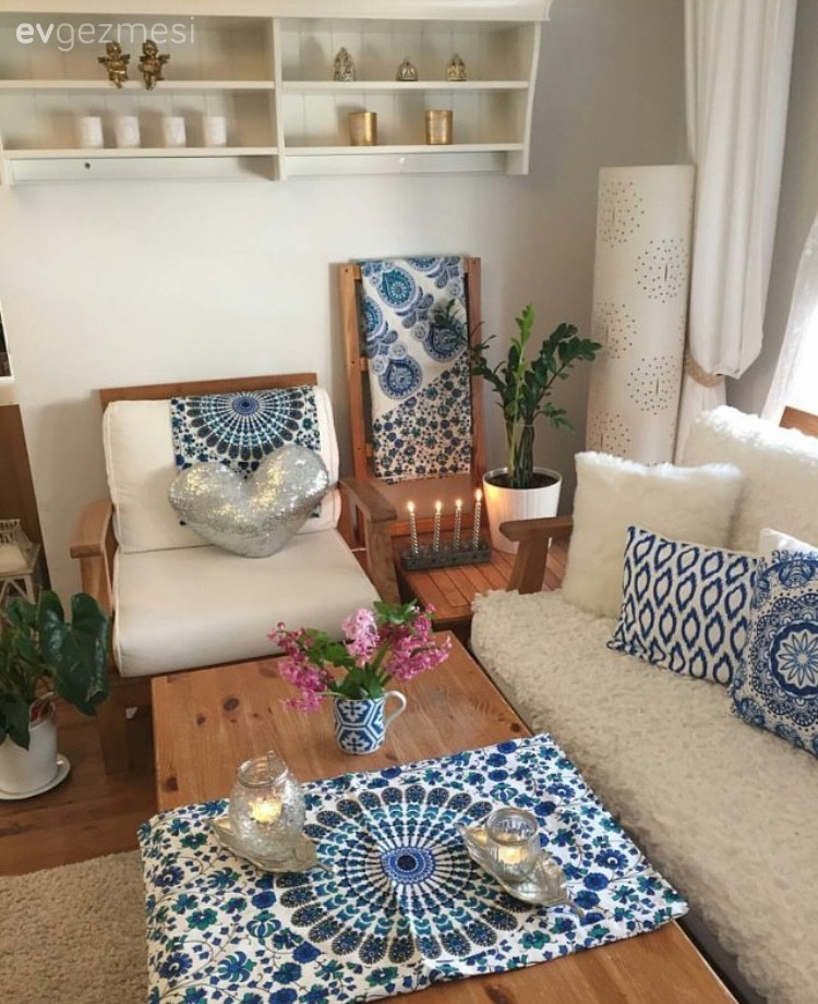 Mavi, Merdiven, Minder, Orta sehpa, Salon