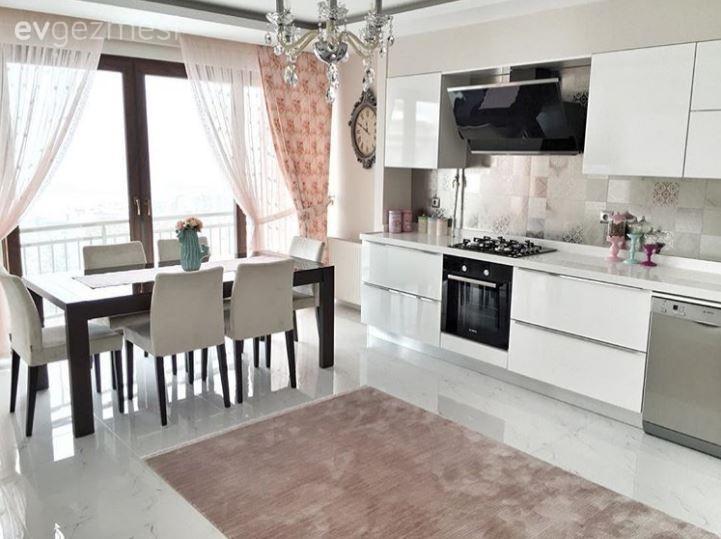Elif hanımın modern stilde uyumlu ve zevkli evi.