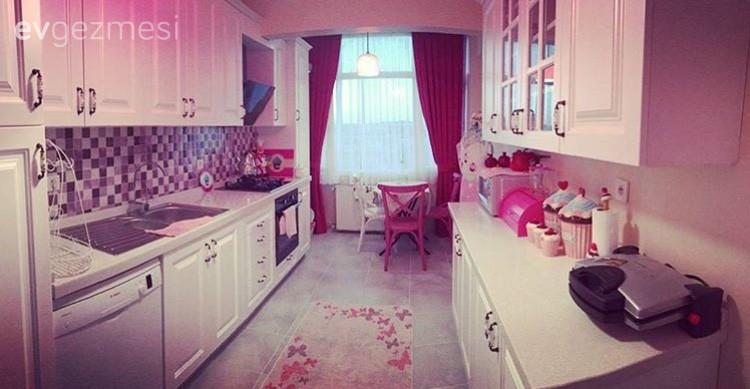 Filiz hanımın renkleri doyasıya kullandığı, cıvıl cıvıl evi..