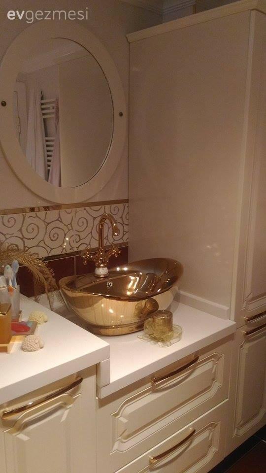 Nilgün hanımın her köşesini değerlendirdiği klasik stil evi..