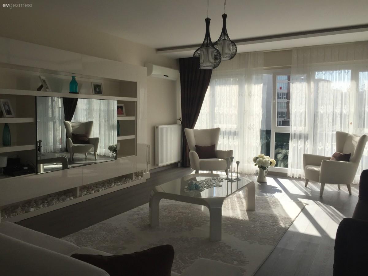 Derya hanımın kahve ve beyazla, aydınlık ve sıcak evi..