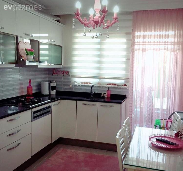 Avize, Beyaz mutfak, Halı, Modern mutfak, Mutfak, Pembe, Perde, Aydınlatma