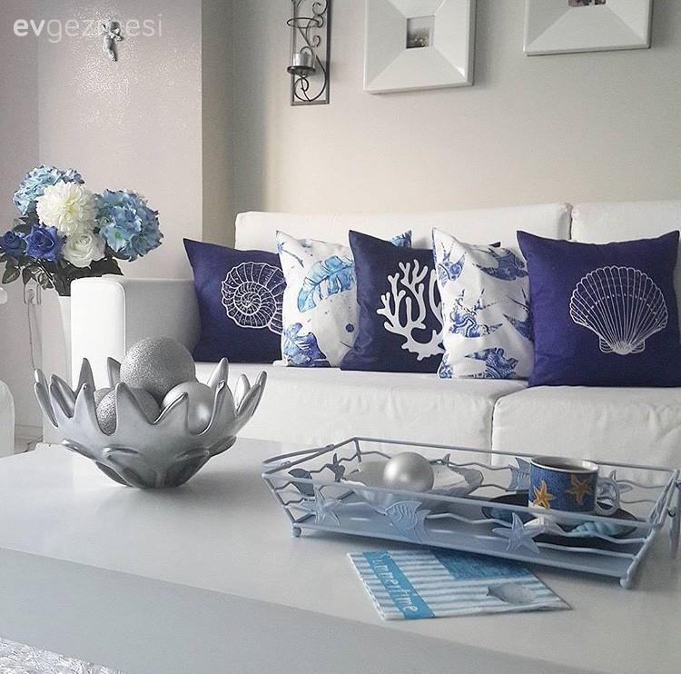 Filiz hanımın sürekli değişim içindeki beyaz salonundan yeni dekorlar.
