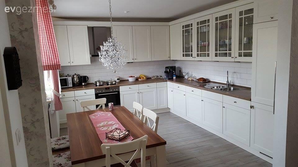 country stil bir mutfakta nostaljik esintili bir dekor. Black Bedroom Furniture Sets. Home Design Ideas
