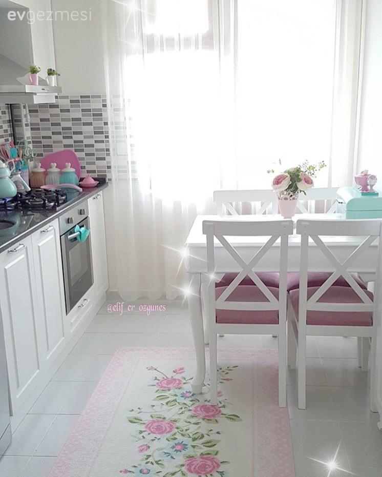 Elif hanımın iç açıcı ve zevkli mutfağı..