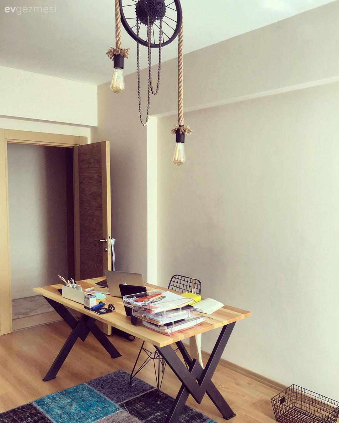 Çocuk Odası çalışma Masası Ve Ahşap Mobilyalar: Modern Ve Klasiği Buluşturan Bu Ev İddialı Parçalarla Dolu